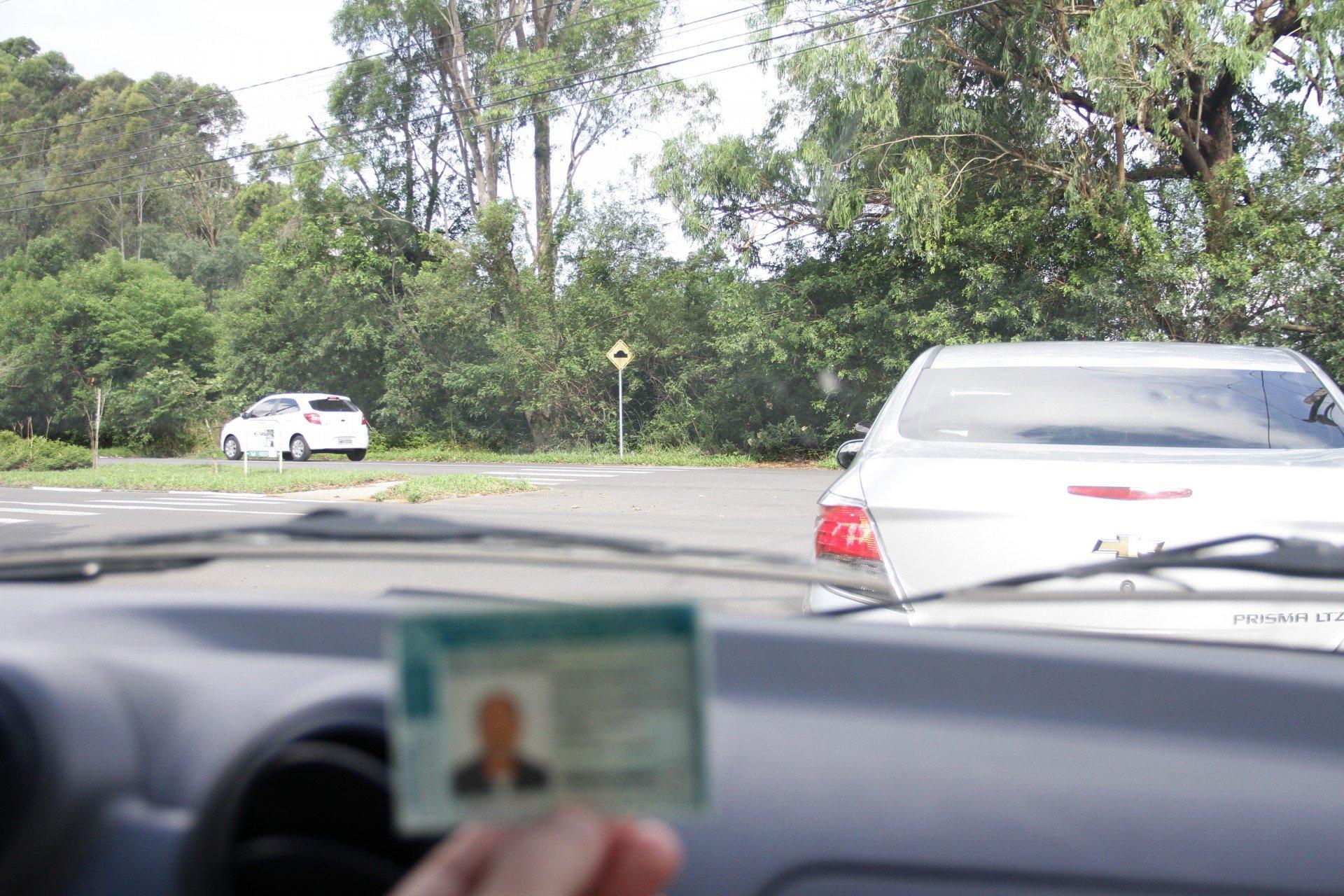 infrações de trânsito que podem suspender sua CNH