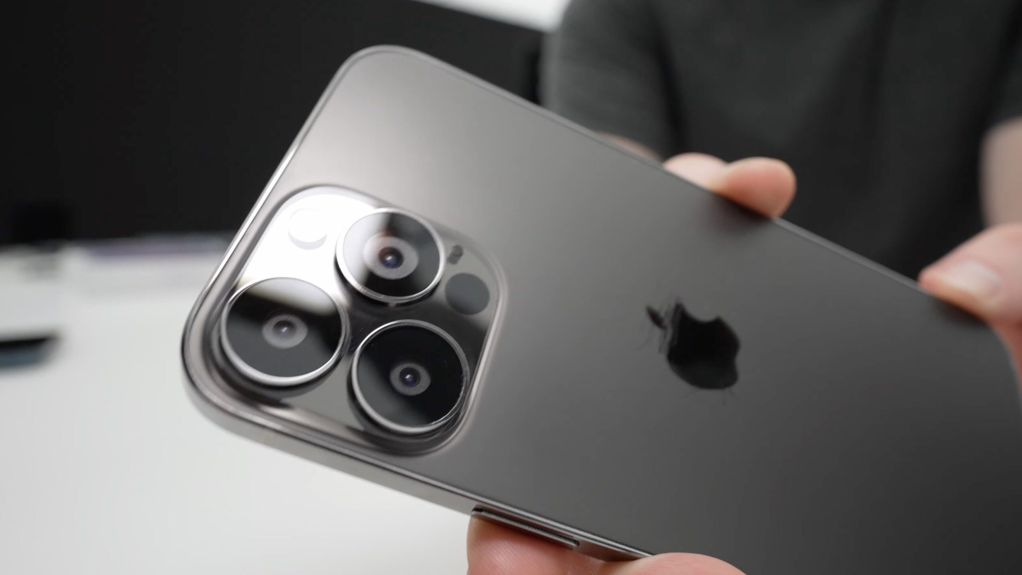 6 carros que dá para comprar com o valor do novo iPhone no Brasil